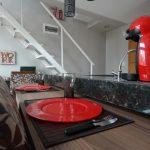 Design fonctionnel d'un petit appartement dans le style loft